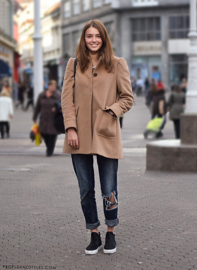 How to wear distressed boyfriend jeans in winter - pea coat and biker boots, street fashion, peopleandstyles.com