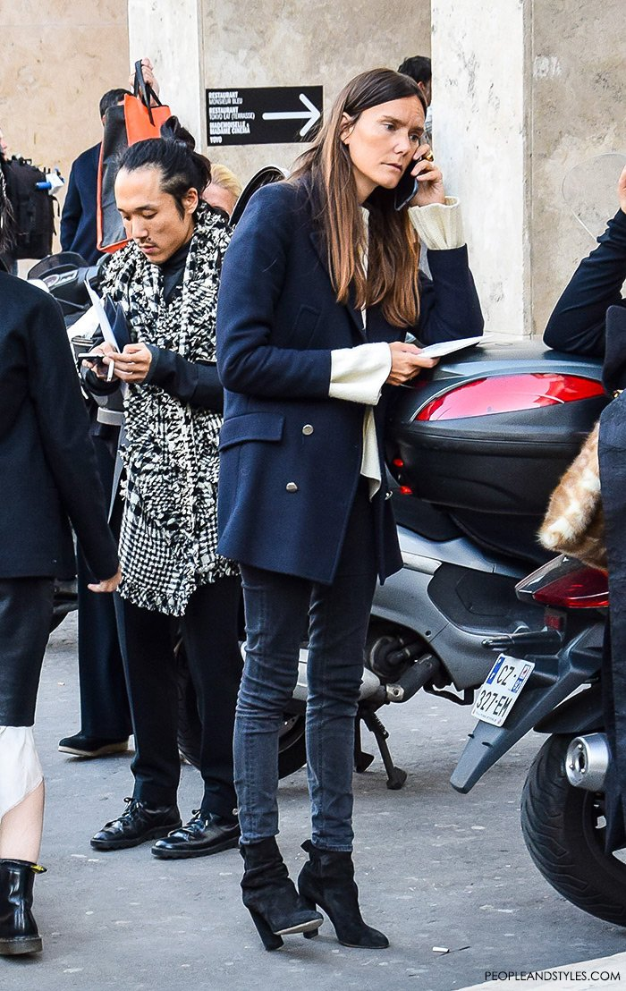 How to wear a peacoat, women's fashion, Paris Fashion Week street style outfit, editor Vogue Paris wearing grey skinny jeans and a pea cote with white loose jumper and high heel ankle boots
