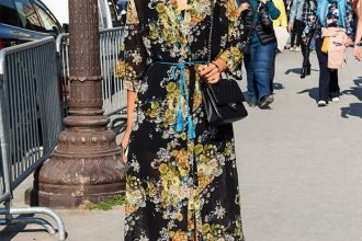 Street Style: Attractive Look in a Floral Midi Dress