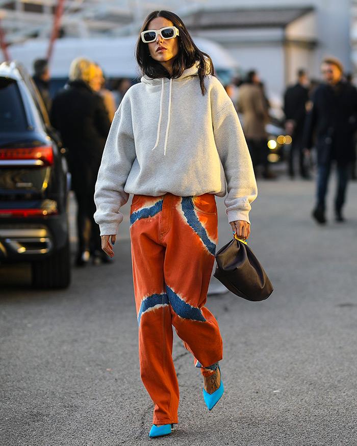 Gilda Ambrosio tie dye boyfriend jeans Alberta Ferretti Spring 2020 Dense fleece bubble hoodie by Alexander Wang The sluchy bag is Gabi by THE VOLON